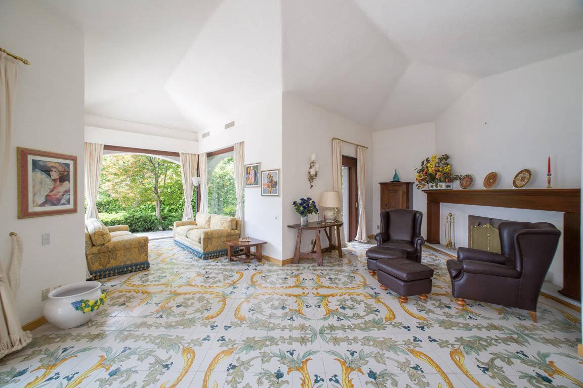 Villa-di-lusso-sul-Lago-di-Como-in-vendita-a-Mezzegra-9