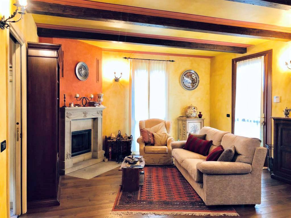 Villa-di-testa-Sulbiate-in-vendita-1