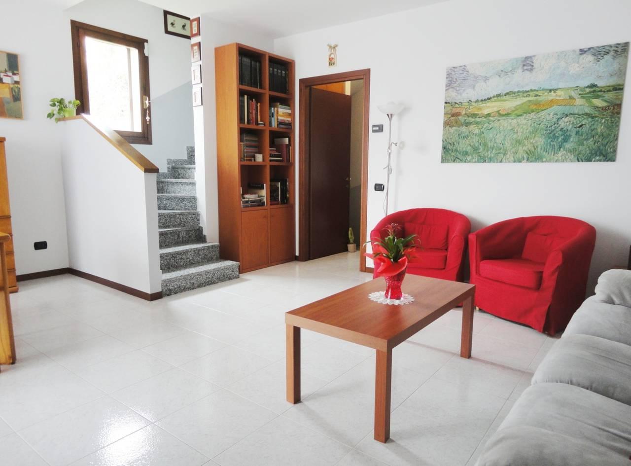 Villa-di-testa-con-giardino-in-vendita-a-Cavenago-Brianza-10