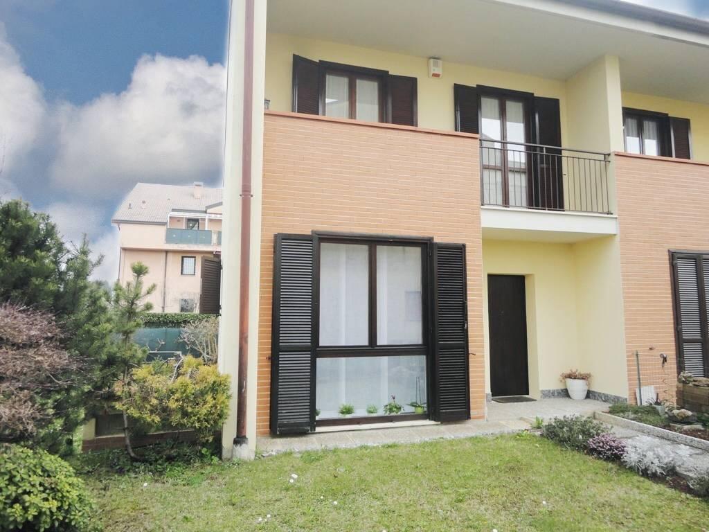 Villa-di-testa-con-giardino-in-vendita-a-Cavenago-Brianza-8