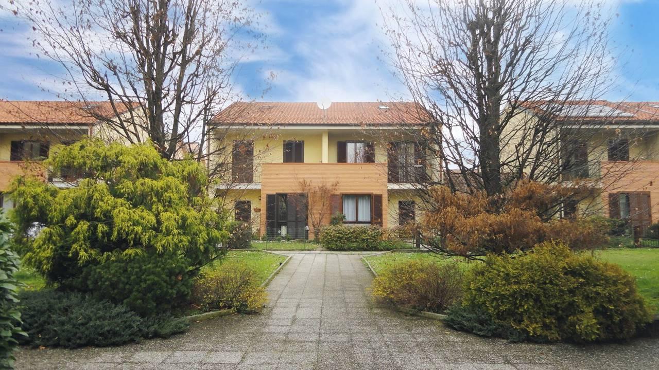 Villa-di-testa-con-giardino-in-vendita-a-Cavenago-Brianza