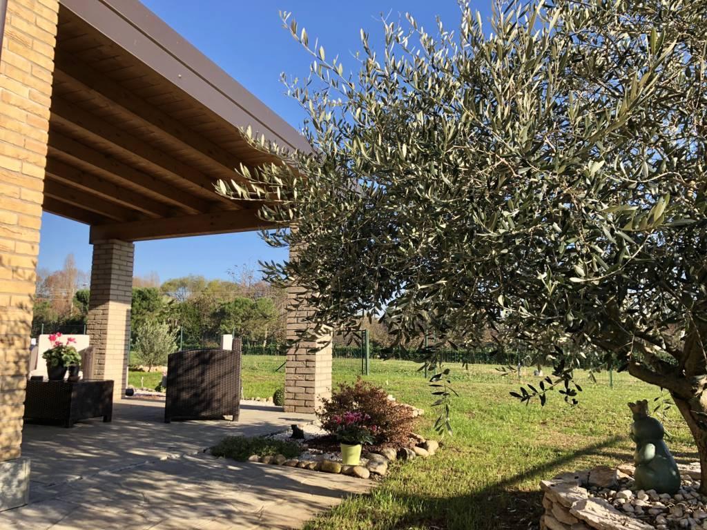 Villa-di-testa-in-vendita-a-Sulbiate-giardino-1.660-mq-1