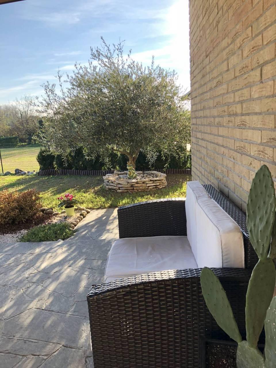 Villa-di-testa-in-vendita-a-Sulbiate-giardino-1.660-mq-14
