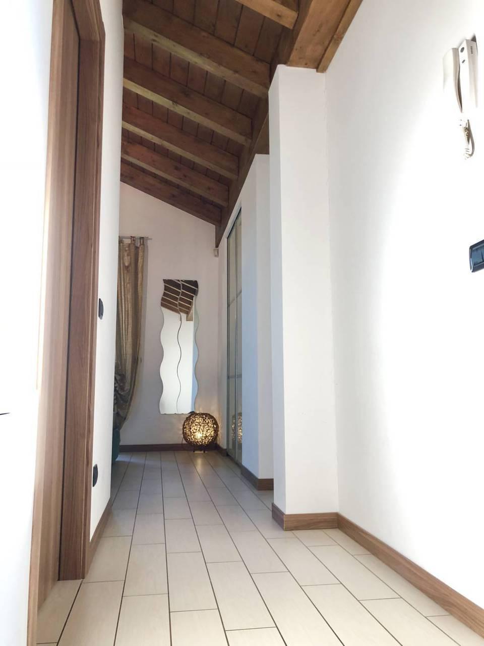 Villa-di-testa-in-vendita-a-Sulbiate-giardino-1.660-mq-25