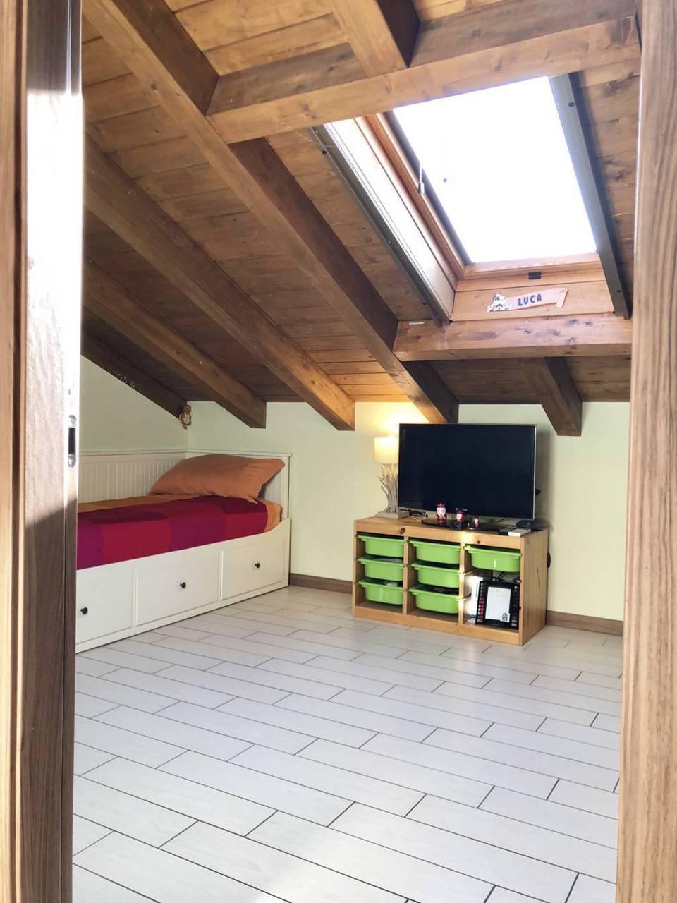 Villa-di-testa-in-vendita-a-Sulbiate-giardino-1.660-mq-27