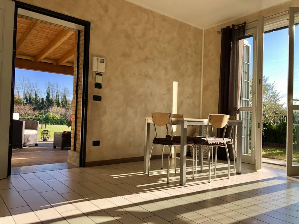 Villa-di-testa-in-vendita-a-Sulbiate-giardino-1.660-mq-3