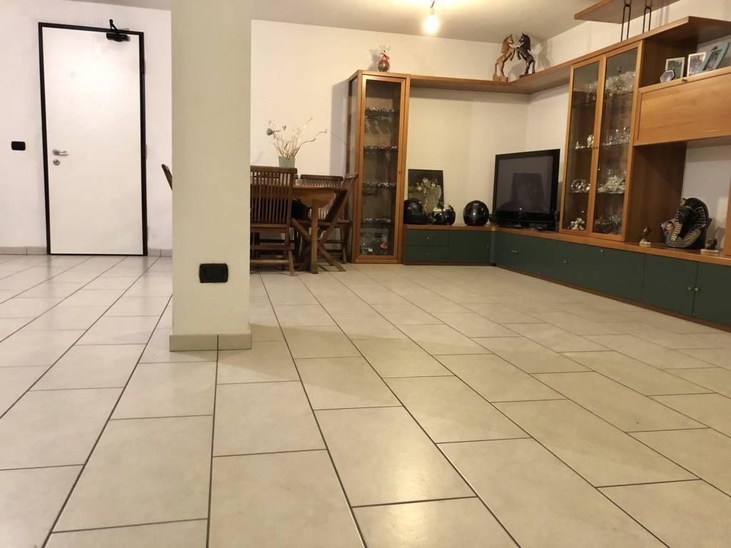 Villa-di-testa-in-vendita-a-Sulbiate-giardino-1.660-mq-31