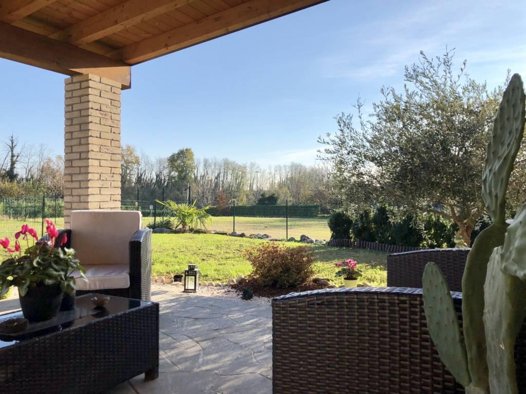 Villa-di-testa-in-vendita-a-Sulbiate-giardino-1.660-mq-5