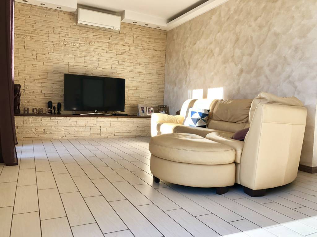 Villa-di-testa-in-vendita-a-Sulbiate-giardino-1.660-mq-9