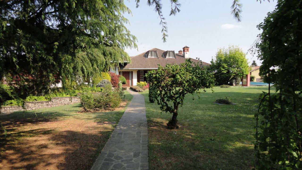 Villa-piscina-in-vendita-a-Cernusco-Lombardone-in-Brianza-25