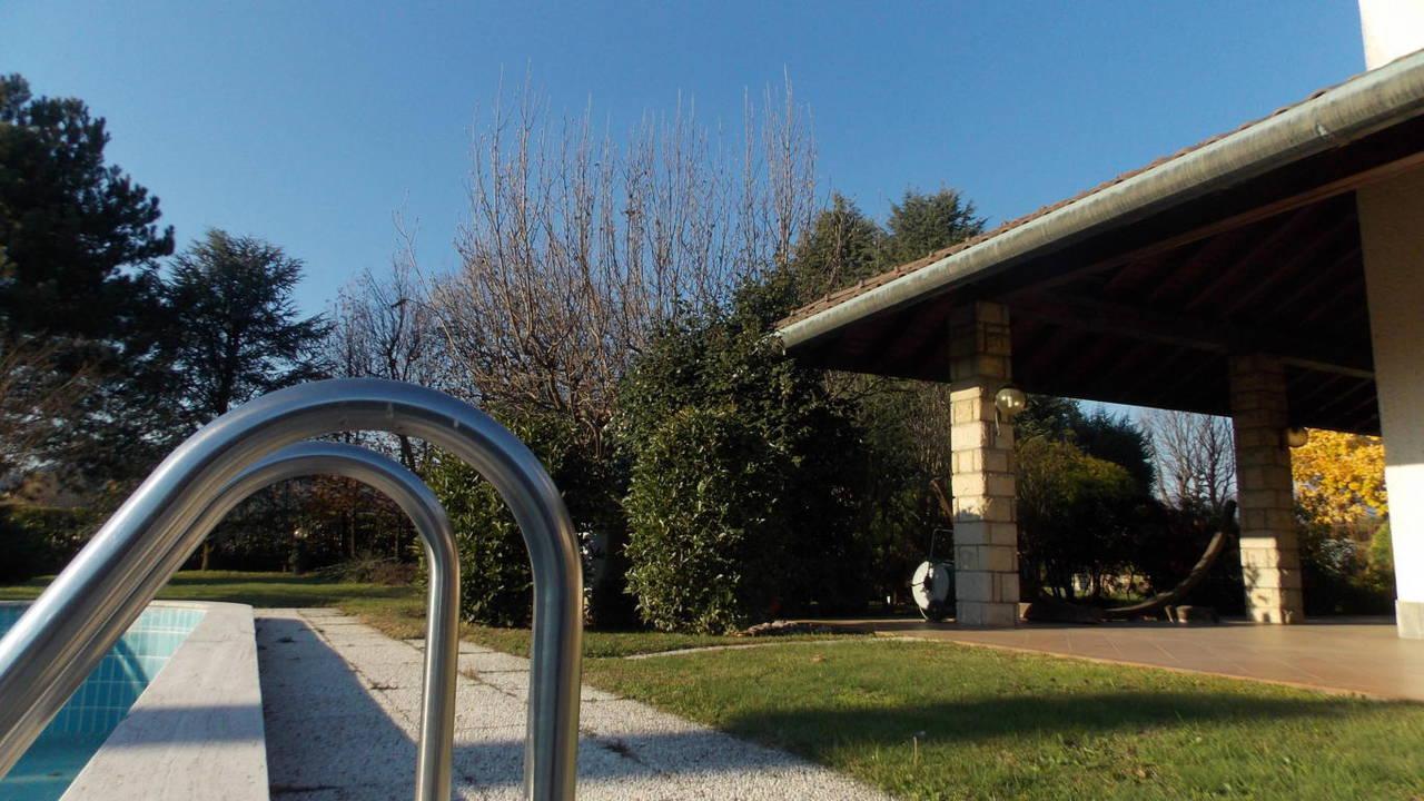 Villa-piscina-in-vendita-a-Cernusco-Lombardone-in-Brianza-3
