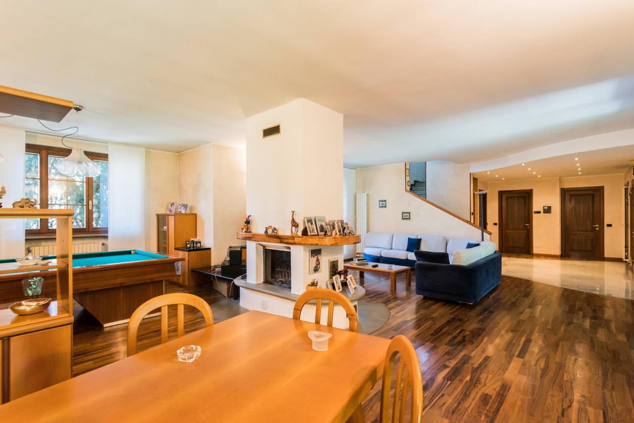 Villa-singola-con-grande-giardino-in-vendita-a-Bellusco-11
