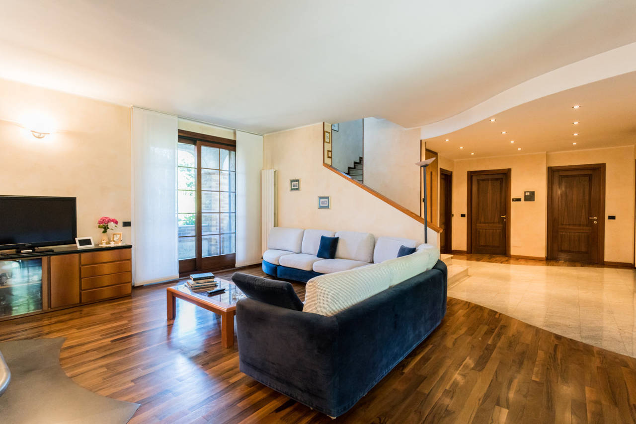 Villa-singola-con-grande-giardino-in-vendita-a-Bellusco-14