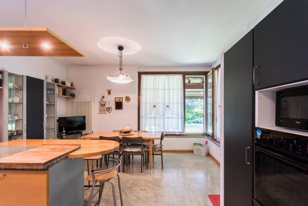 Villa-singola-con-grande-giardino-in-vendita-a-Bellusco-18