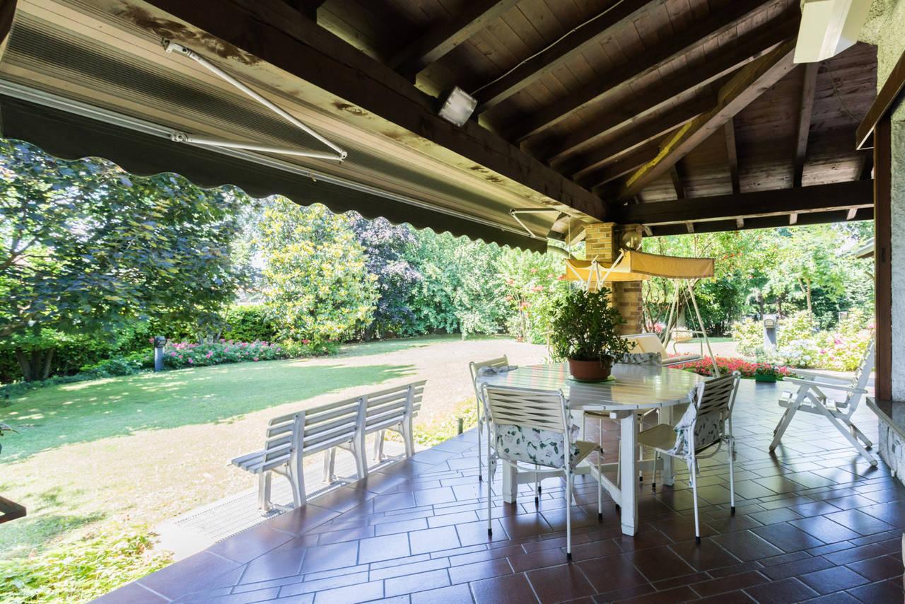 Villa-singola-con-grande-giardino-in-vendita-a-Bellusco-3