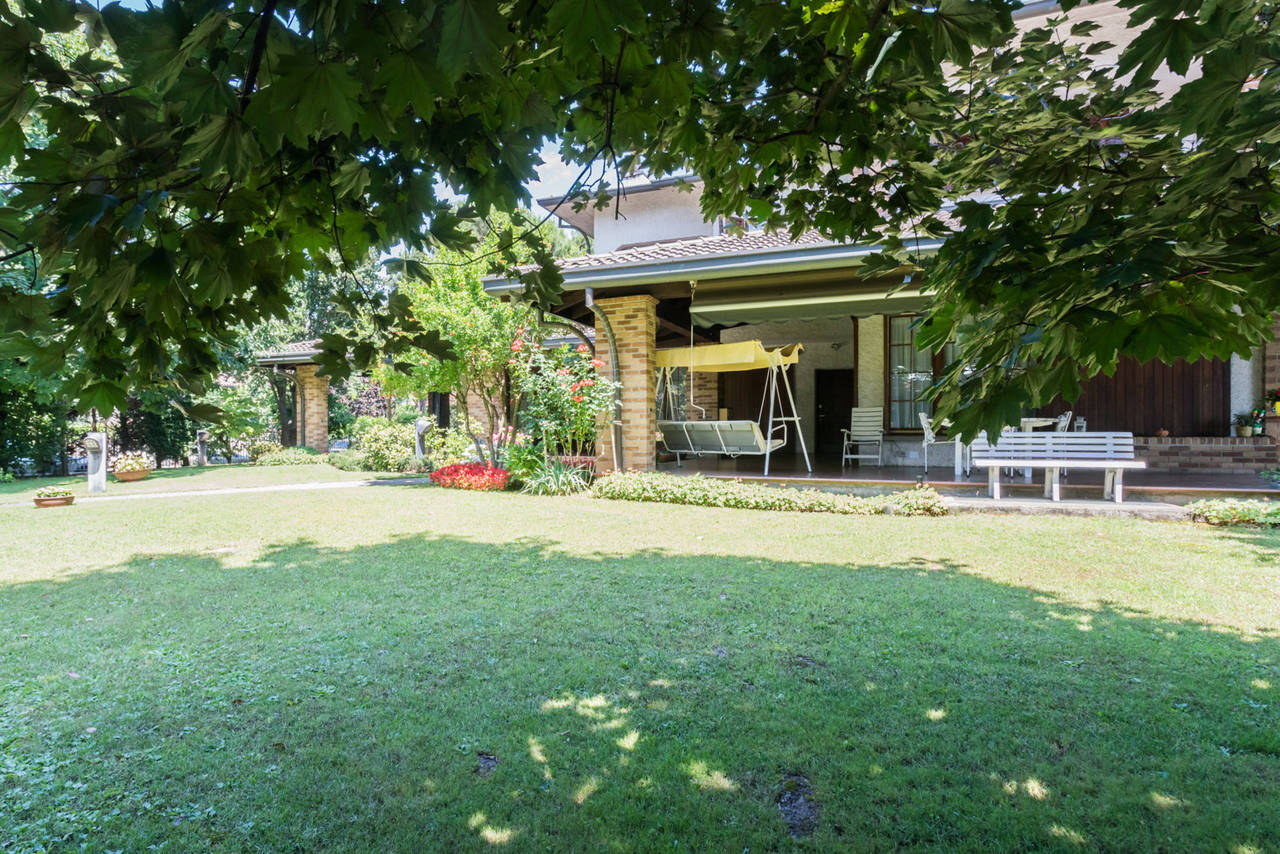Villa-singola-con-grande-giardino-in-vendita-a-Bellusco-4