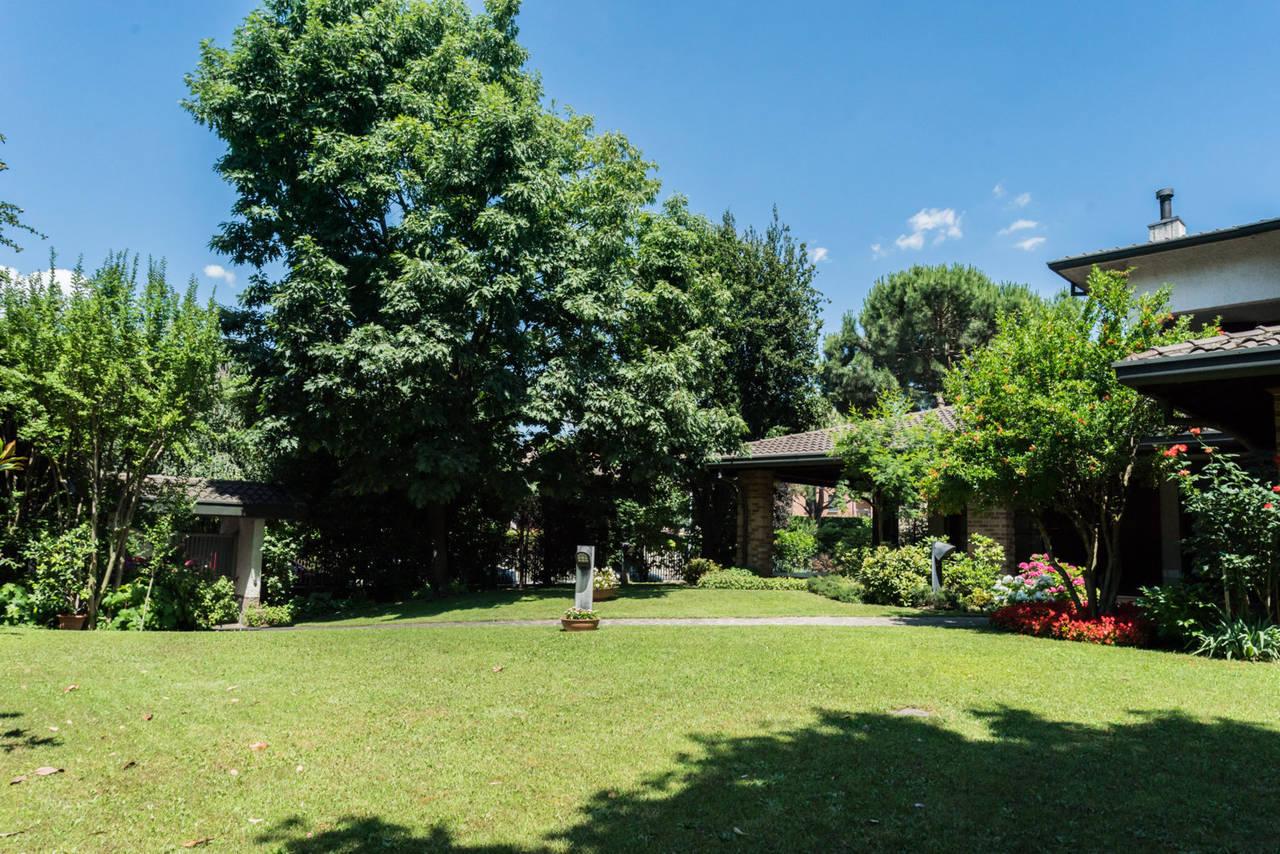 Villa-singola-con-grande-giardino-in-vendita-a-Bellusco-5