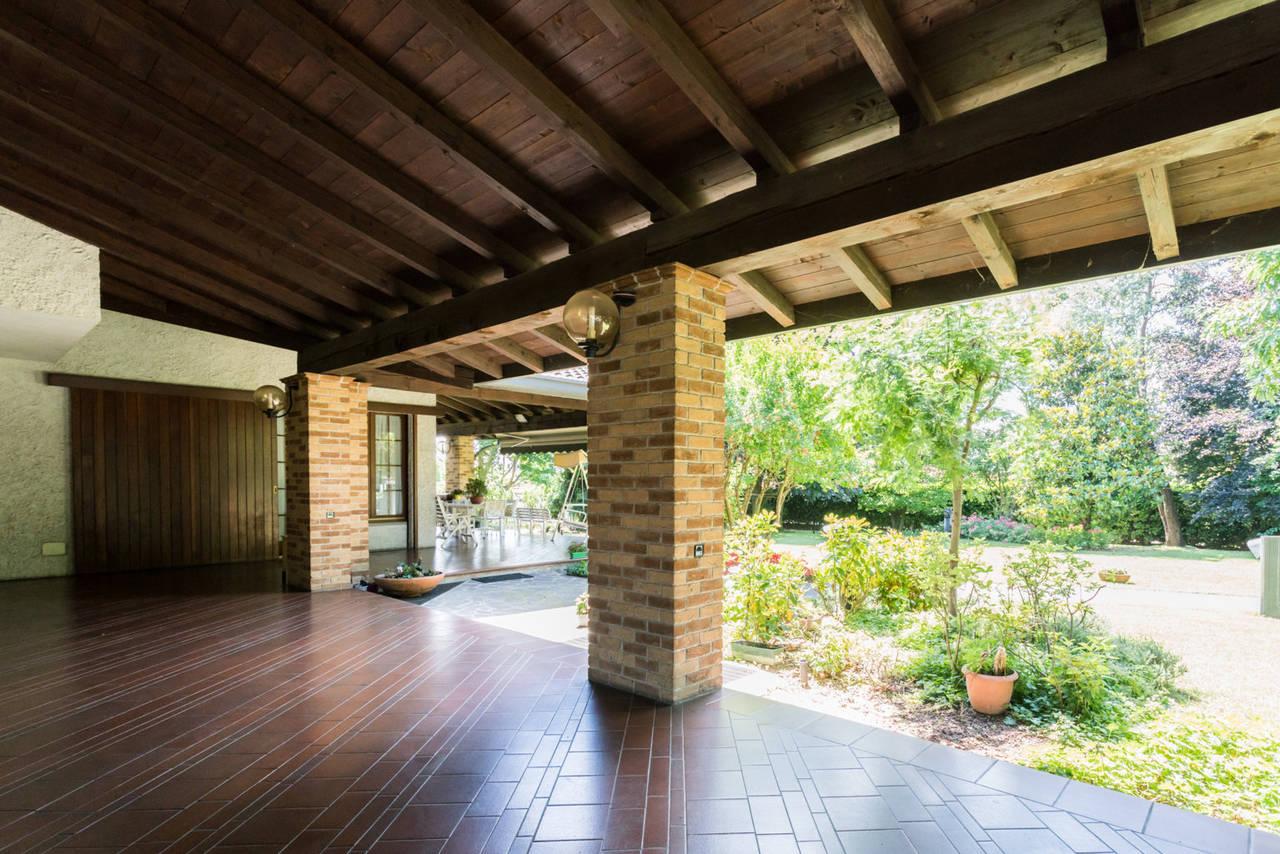 Villa-singola-con-grande-giardino-in-vendita-a-Bellusco-7