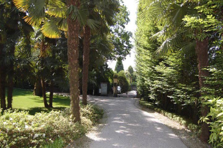 Villa-singola-liberty-con-dependance-in-vendita-a-Merate-17