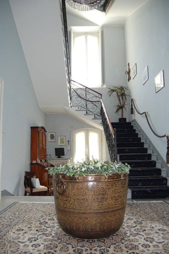 Villa-singola-liberty-con-dependance-in-vendita-a-Merate-6