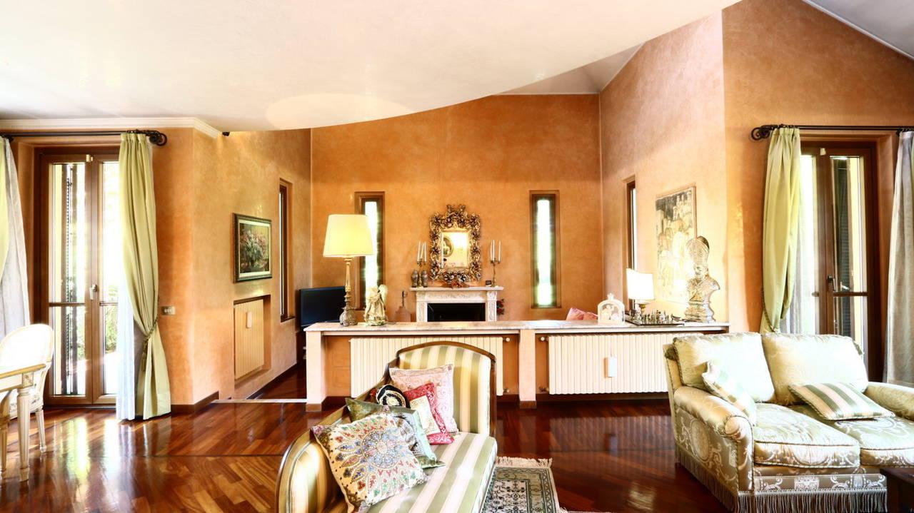 Villa-singola-signorile-in-vendita-a-Busnago-in-Brianza-11