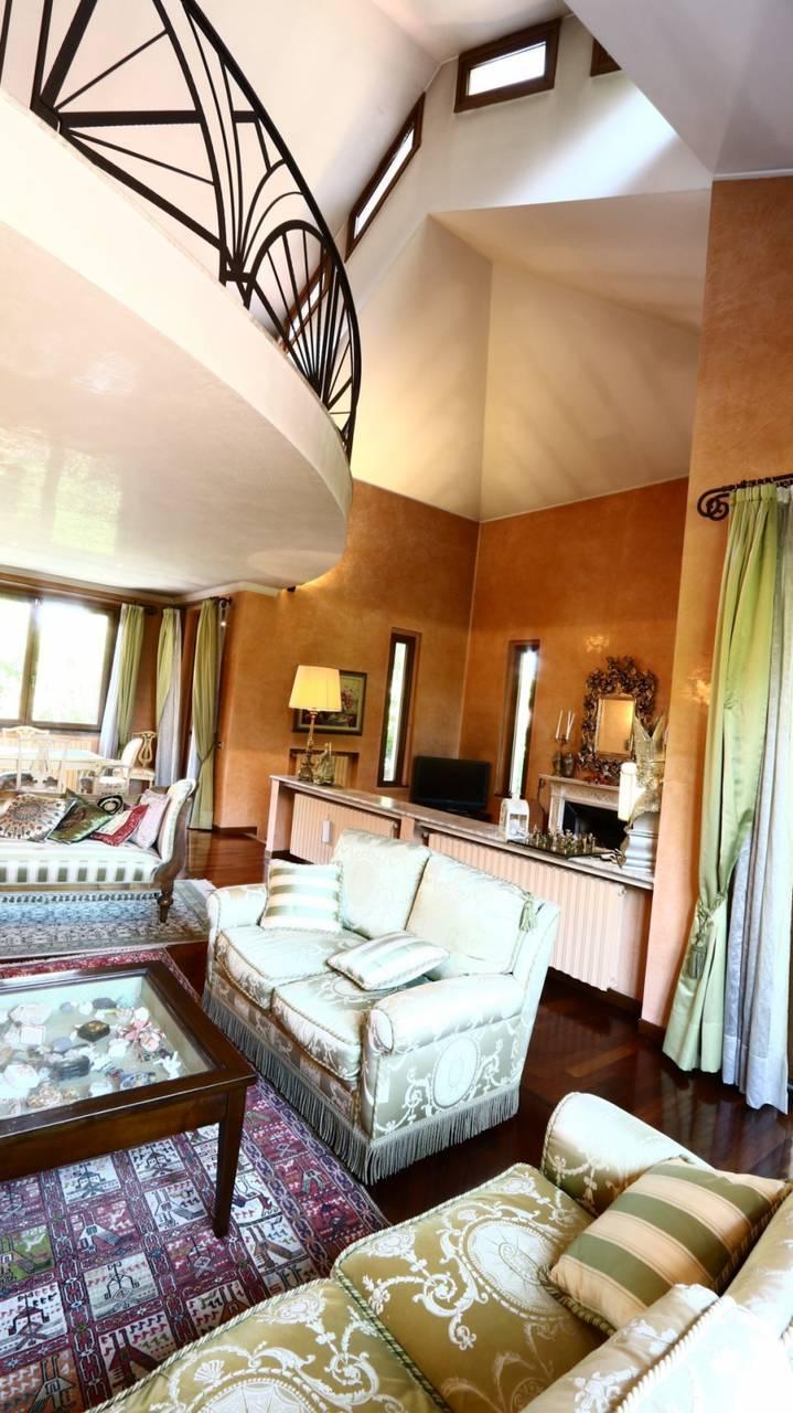 Villa-singola-signorile-in-vendita-a-Busnago-in-Brianza-27