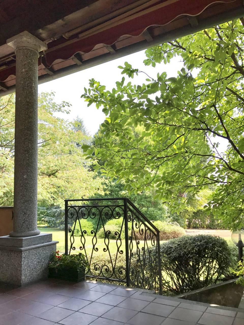 Villa-singola-signorile-in-vendita-a-Busnago-in-Brianza-4