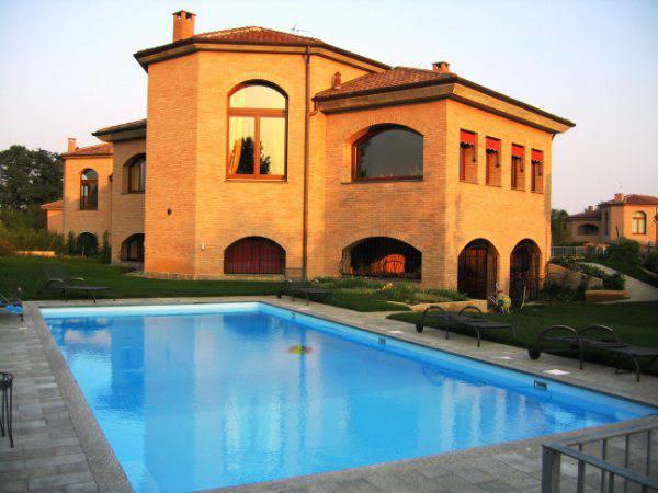 Ville-in-Brianza-in-vendita-con-piscina