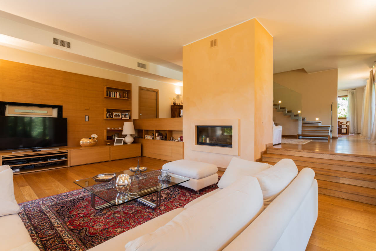 vendita-villa-con-piscina-lesmo-casaestyle (3)