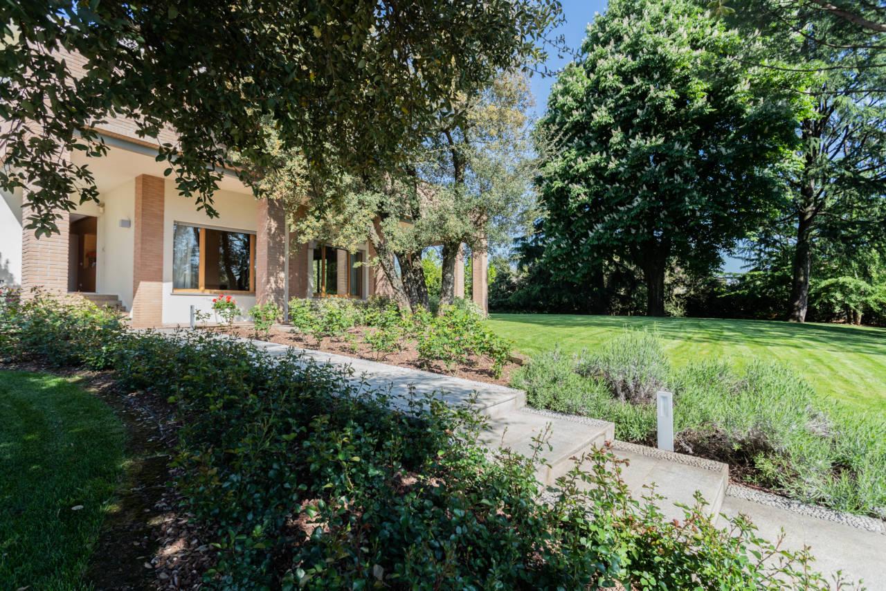 vendita-villa-con-piscina-lesmo-casaestyle (48)
