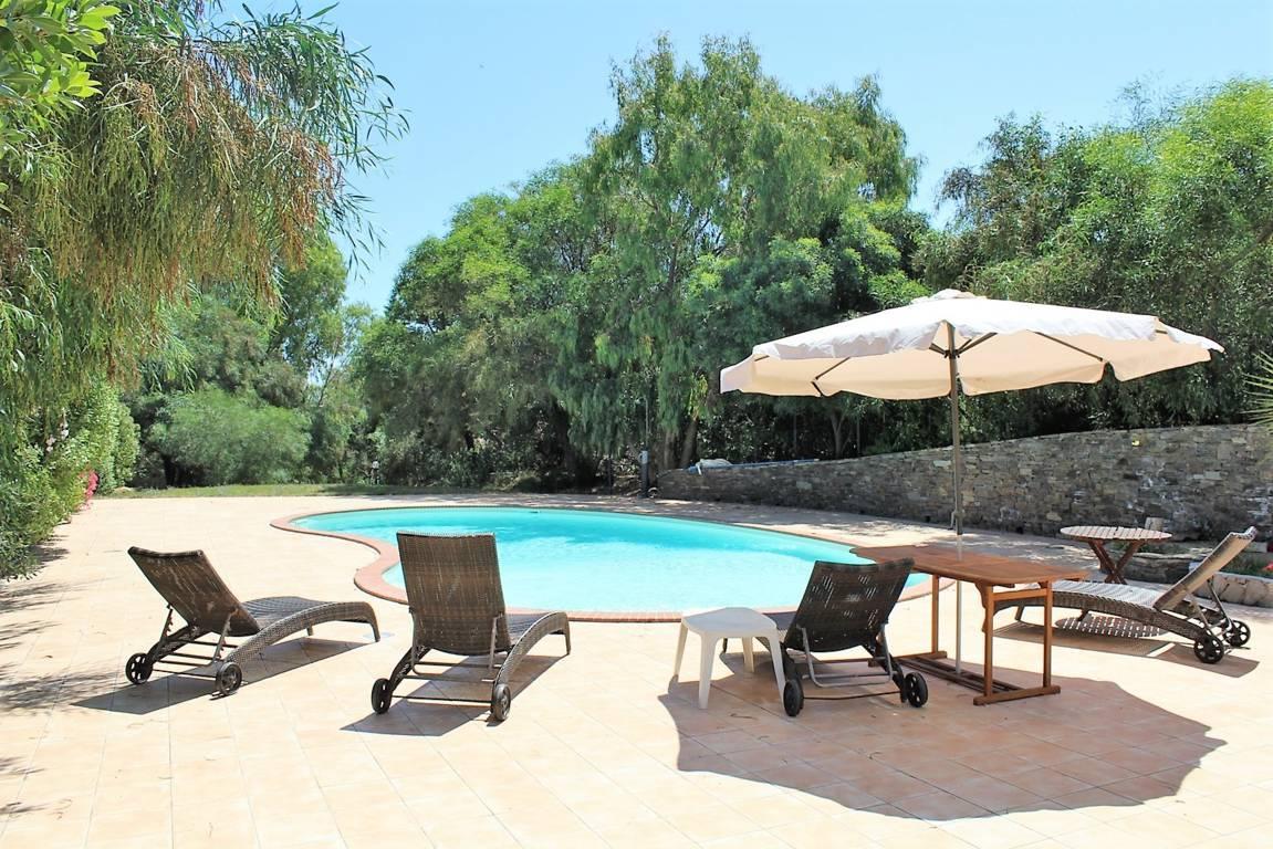 villa-con-piscina-in-vendita-a-stintino-sardegna (1)