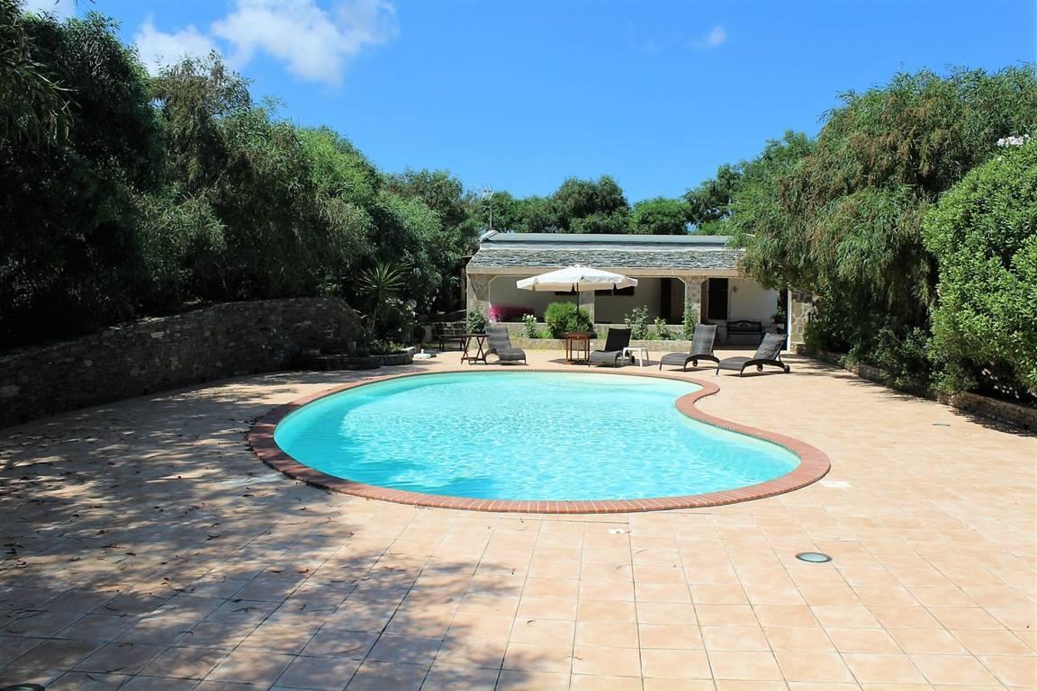 villa-con-piscina-in-vendita-a-stintino-sardegna (2)