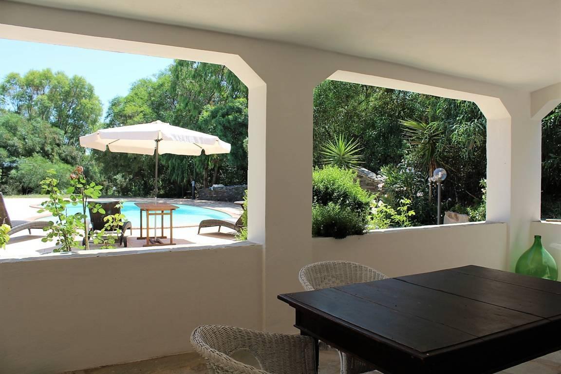 villa-con-piscina-in-vendita-a-stintino-sardegna (5)