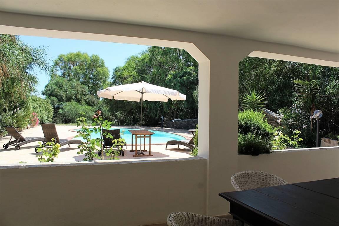 villa-con-piscina-in-vendita-a-stintino-sardegna (6)