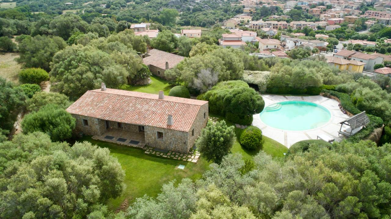 Villa con piscina in vendita Sardegna Arzachena (1)
