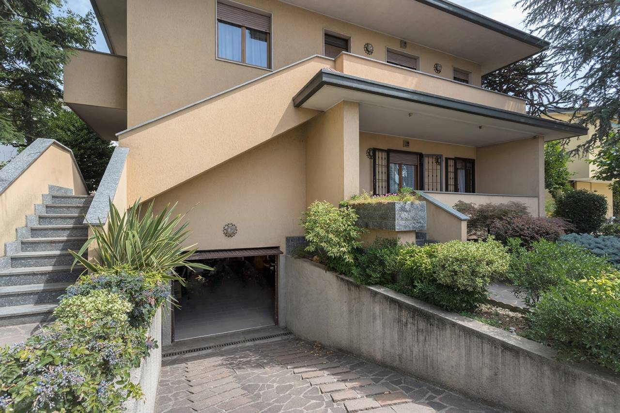villa-in-vendita-a-vimercate (9)