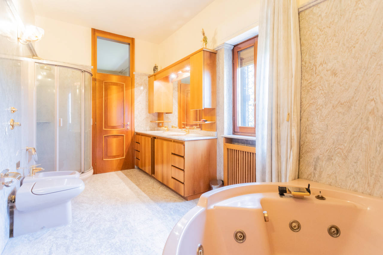 Villa con piscina in vendita a Rozzano (16)