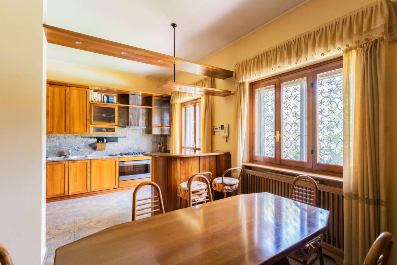 Villa con piscina in vendita a Rozzano (21)