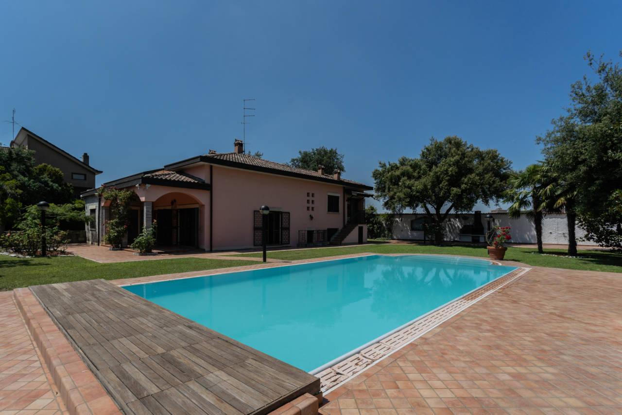 Villa con piscina in vendita a Rozzano (24)