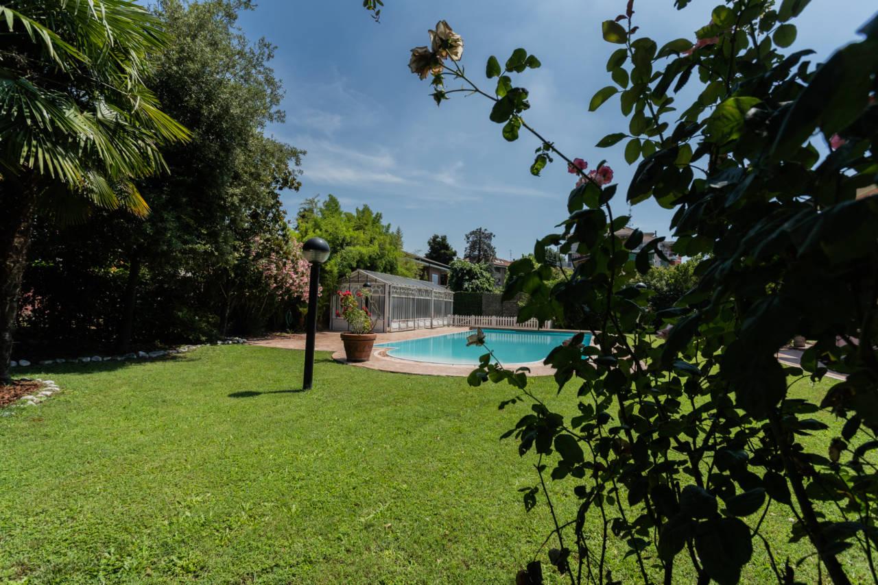Villa con piscina in vendita a Rozzano (28)