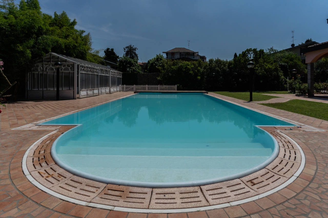 Villa con piscina in vendita a Rozzano (30)