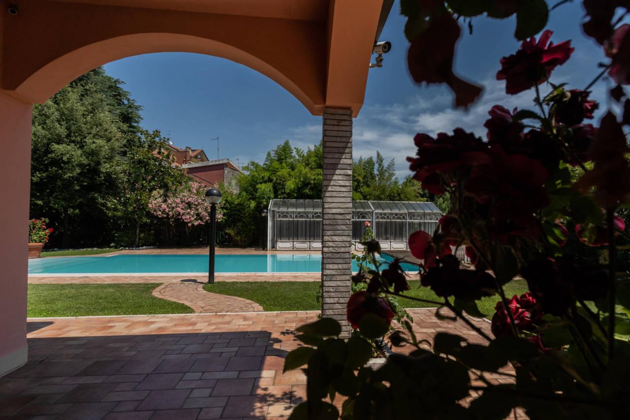 Villa con piscina in vendita a Rozzano (32)