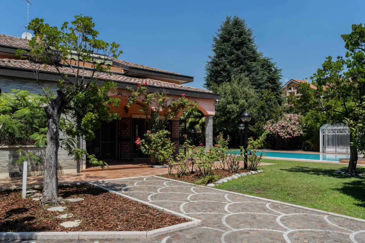 Villa con piscina in vendita a Rozzano (33)