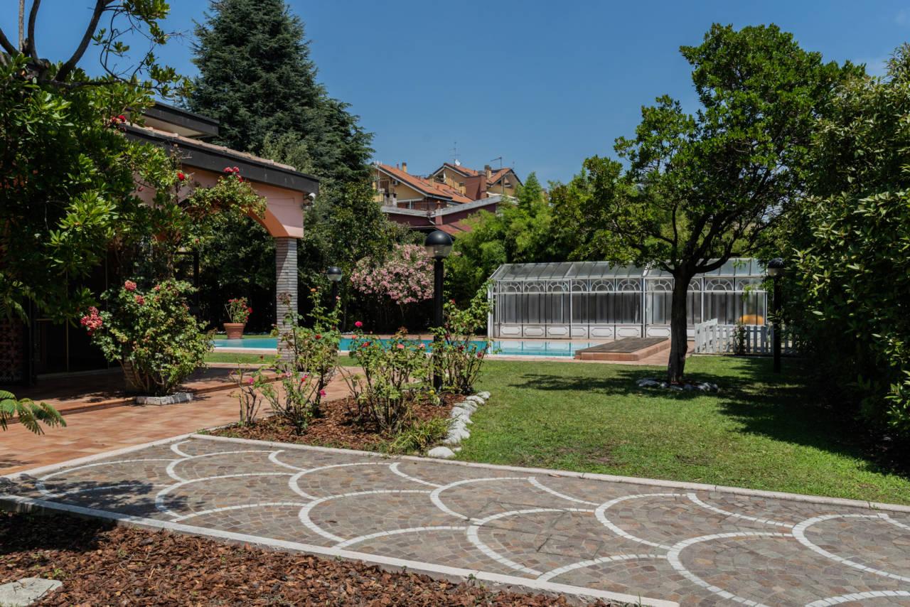 Villa con piscina in vendita a Rozzano (34)