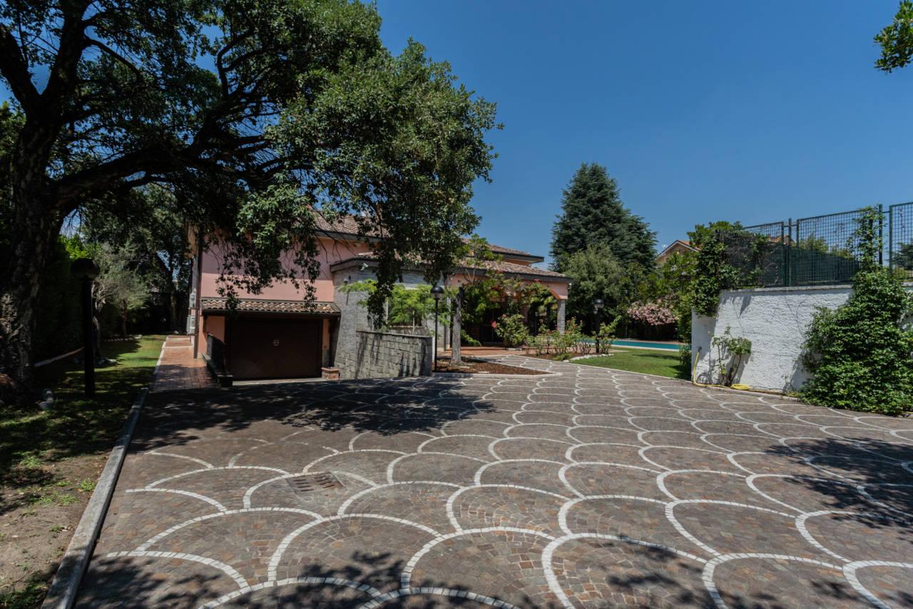 Villa con piscina in vendita a Rozzano (35)