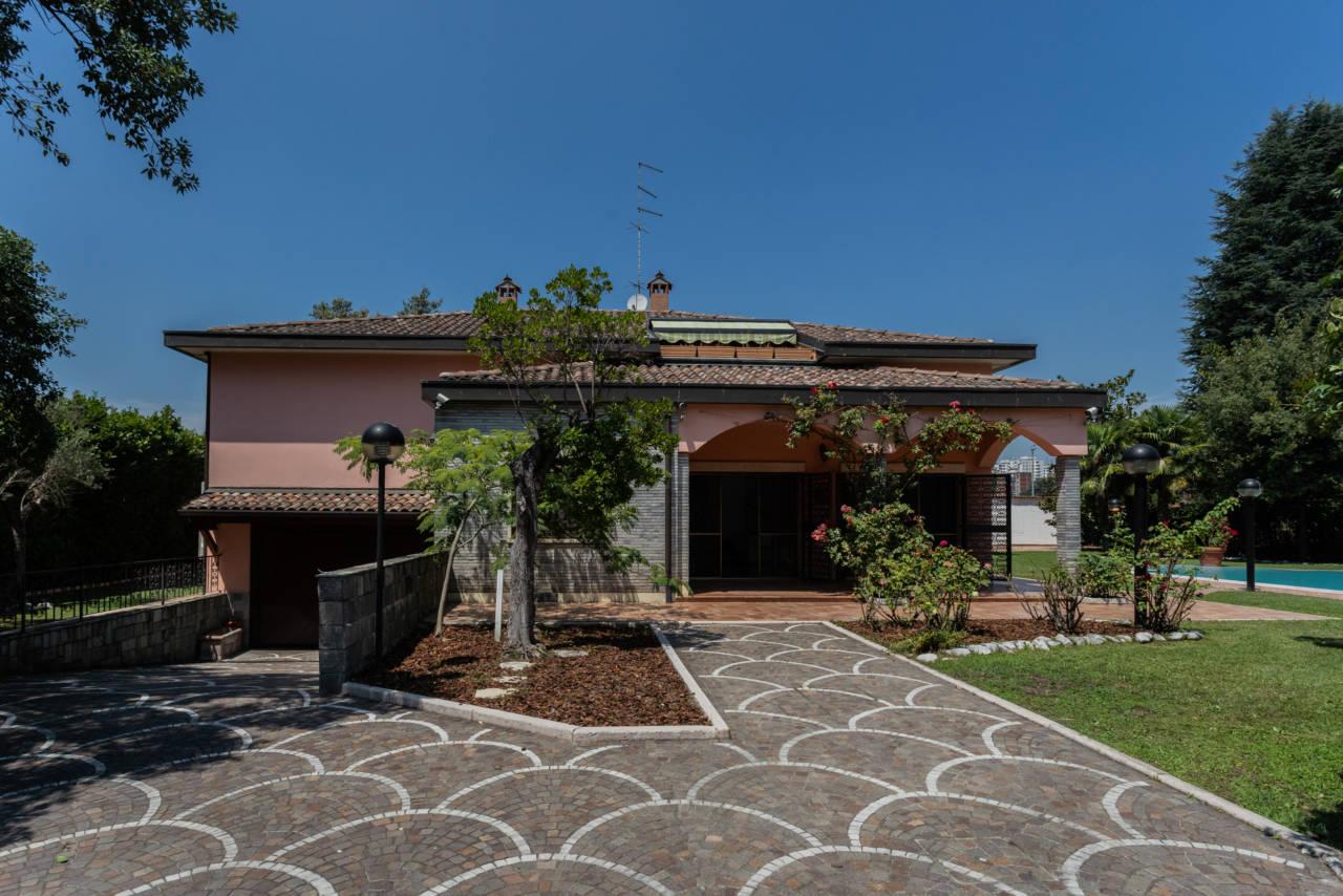 Villa con piscina in vendita a Rozzano (36)