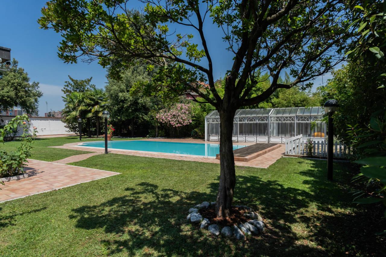 Villa con piscina in vendita a Rozzano (37)