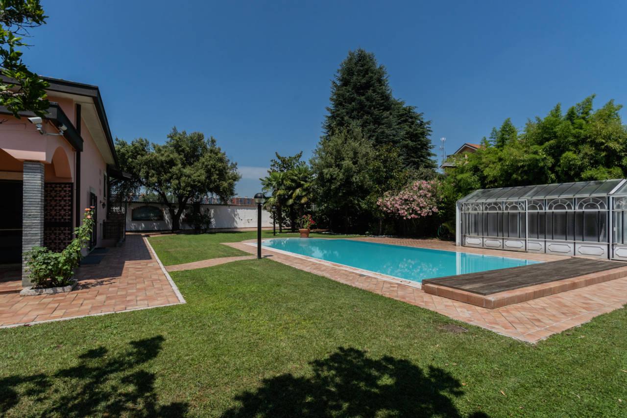 Villa con piscina in vendita a Rozzano (38)