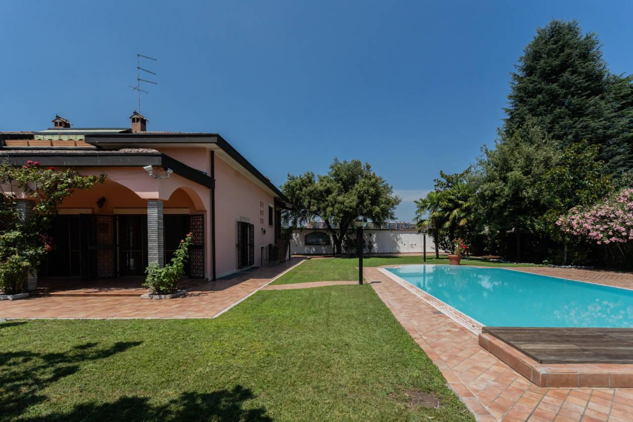 Villa con piscina in vendita a Rozzano (39)