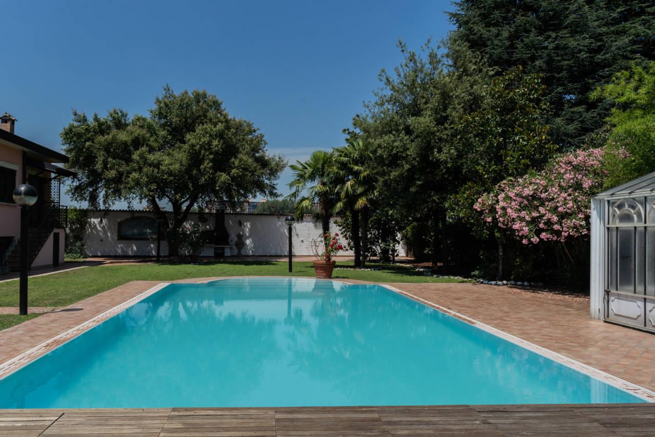 Villa con piscina in vendita a Rozzano (40)